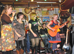 Hellah and Friends: Women on tour singing the blues